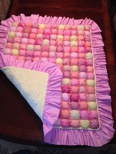 Bubble quilt with piping Rag Quilt, Quilt Blocks, Biscuit Quilt, Puffy Quilt, Baby Puffs, Bubble Quilt, Shabby Chic Quilts, Baby Sewing Projects, Colorful Quilts