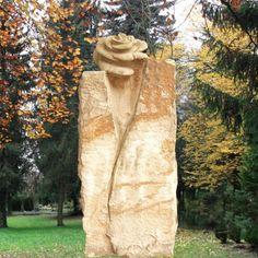 Schöne Sandstein Grabstele mit Rose; Qualität & Service direkt vom Bildhauer; Jetzt Grabstein online kaufen bei Serafinum.de