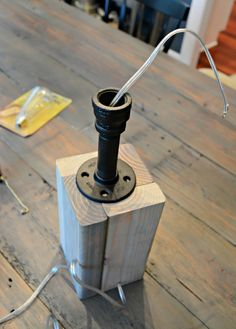 How to Make Your Own Industrial Easy DIY tutorial. lamp easy How to Make Your Own Lamp — Decor and the Dog How To Build A Lamp, Make A Lamp, Diy Luz, Luminaria Diy, Diy Luminaire, Woodworking Projects, Diy Projects, Project Ideas, Industrial Pipe