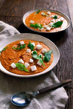Ruoka-alkemisti: Hummuksen makuinen tomaattikeitto Thai Red Curry, Good Food, Food And Drink, Veggies, Ethnic Recipes, Soups, Vegetable Recipes, Vegetables, Soup
