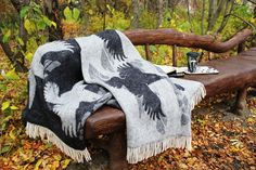 Raven wool blanket in black and white. Size 130x190cm.