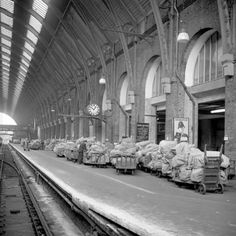 Photograph-British Postal Service - Postal Workers Strike - London-Photograph printed in the USA London History, Tudor History, British History, Asian History, Vintage London, Old London, Old Train Station, Train Stations, Strange History
