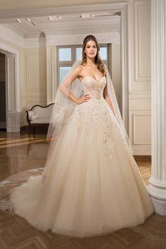 Vestido de Noiva de Cosmobella, corte princesa, decote coração, longo, sem mangas