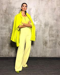 Confesso que por enquanto, só nas gravações do esquadrão!! Mas se der na telha, eu saio por aí mega fluorescente! #styling #esquadraodamoda #isabellafiorentino   #trend  #fashion #love #moda #beautiful #style #neon #neonstyle #pants #green Colorful Outfits, Colorful Fashion, Casual Outfits, Look Fashion, Womens Fashion, Street Fashion, Monochrome Outfit, 2020 Fashion Trends, Dress Codes