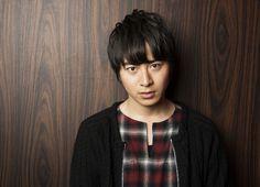 村井良大、華麗なミュージカルから血みどろ映画へ「見る人の予想を裏切り続けたい」 - ライブドアニュース