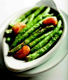 Green beans with roasted garlic. Ruth's Chris Steakhouse Renaissance at Colony Park Cooking Recipes, Healthy Recipes, Cat Recipes, Ruth Chris Steak, Pasta With Alfredo Sauce, Prime Steak, Usda Prime, Copykat Recipes, Roasted Garlic