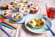 Muffins med bringebær og vaniljekrem