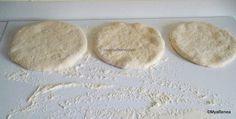 Turte pufoase la tigaie, la ceaun sau coapte pe lespede, plită - plăcinte simple de post | Savori Urbane Bread Recipes, Cooking Recipes, Bakery, Recipies, Sweets, Food, Recipes, Gummi Candy, Essen