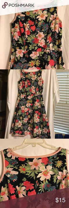 Floral Dress Adorable floral dress, had a small belt which I cannot find, zips on the side Newport News Dresses Midi