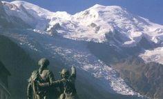 Voici une présentation sur les Glaciers du Mont-Blanc présents dansla vallée de Chamonixsuivant le site deGlaciers-climatetC'est pas sorcier.Vous y trouverez desexplications sur ce très beau site concernant laGéomorphologie glaciaire,Glaciers… Anatomie, fonctionnement,leGlacier de Bionnassay, de Taconnaz, des Bossons, laMer de glace, Argentière,du Tour, du Trient, de la Brenva et du Miage.