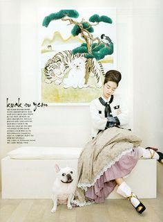 "Vogue Korea August 2012 Issue ""Fashion into Art""."