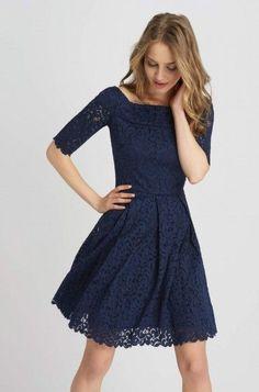 Krajkové šaty s nabíranými sklady