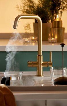 Small Condo Kitchen, Cosy Kitchen, Open Plan Kitchen Living Room, Kitchen Taps, Home Decor Kitchen, Interior Design Kitchen, New Kitchen, Black And Copper Kitchen, House Extension Design
