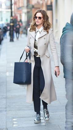 Making a statement: Trinny Woodall celebrated her win with partner Charles Saatchi on Sunday with a spot of shopping in London Brogues Outfit, Mode Outfits, Fall Outfits, Casual Outfits, Fashion Outfits, Fashion Tips, Fashion Trends, Everyday Outfits, Everyday Fashion
