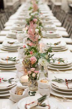 Allestimento per matrimonio classico con rose. Preludio catering & banqueting, addobbi e allestimenti per matrimoni. Wedding settings ideas, wedding inspiration.