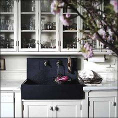 Roman and Williams office/loft kitchen love the black sink Interior Exterior, Kitchen Interior, New Kitchen, Loft Kitchen, Kitchen Sinks, Country Kitchen, Kitchen Ideas, Slate Kitchen, Bakers Kitchen