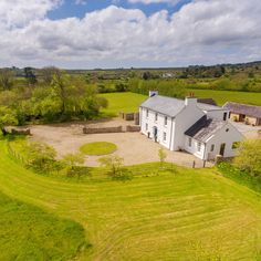 Ballymorris House, home of author Eoin Colfer, is on the market. It's here he wrote famous Artemis Fowl novels and The Hitchhiker's Guide to the Galaxy Country Modern Home, Country House Design, Country Homes, Farmhouse Renovation, Modern Farmhouse Exterior, House Outside Design, Cottage Extension, Self Build Houses, Thatched House