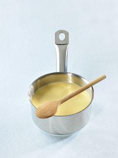 Le beurre blanc est une onctueuse émulsion deréduction d'échalotes et de beurre. Délicieuse avec des poissons nobles comme le brochet, le turbot, le bar, la sole, le saumon ...