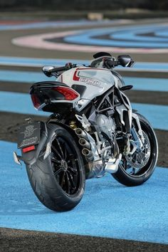 MV Agusta Brutale 800 Dragster 2014 i saw this in Milan airport being raffled off awhhh those pipes