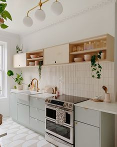 I think we can all agree that our kitchen would not be the same without our custom plywood upper shelving from ✨. Kitchen Dinning, Home Decor Kitchen, Interior Design Kitchen, New Kitchen, Home Kitchens, Ikea Small Kitchen, Small Apartment Kitchen, Bohemian Interior Design, Küchen Design