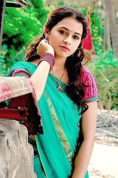 Cute indian girl in saree beautiful wallpaper
