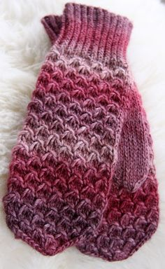 Finnish mittens of Bris by Norwegian yarn company Gjestal. Fingerless Mittens, Knit Mittens, Knitting Socks, Baby Knitting, Knitted Hats, Knitting Charts, Knitting Stitches, Knitting Patterns, Crochet Gloves