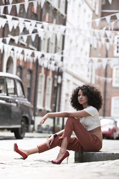 Natural curly Hair, love the complete look Pelo Natural, Natural Curls, Natural Beauty, Curly Hair Styles, Natural Hair Styles, Gorgeous Hair, Beautiful, Natural Hair Inspiration, Portraits