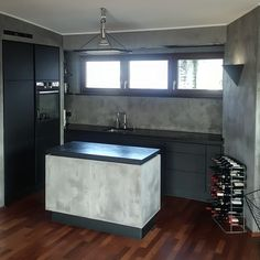#Poggenpohl #customized #kitchen #concrete #selfmade #concretewall #matt #black #allblack #beton #betonwand #brillux #cleandesign #design #wine #küche #customizedpoggenpohl