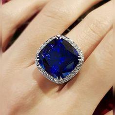 A velvety blue 28.14 carat Tanzanite for an unforgettable impression. #mesmerizedbySujittra