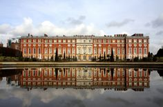 Hampton Court Palace, Richmond upon Thames, Greater London. Photo by Gail Johnson. Palace built under the instructions of Henry VIII. Los Tudor, Tudor Era, Estilo Tudor, Die Hamptons, Richmond Upon Thames, Hampton Court, Tourist Information, Greater London, Surrey