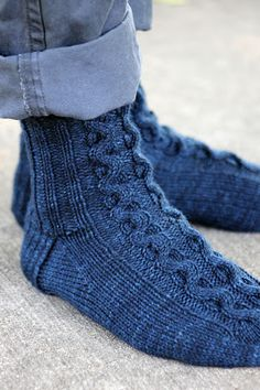 Ribbon Cable Socks: made with roughly 300 yards of sport weight yarn and size US 4 needles Knitted Slippers, Wool Socks, Slipper Socks, My Socks, Knitting Socks, Knitting Needles, Knitting Designs, Knitting Patterns Free, Knit Patterns