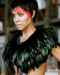 Fish Mooney's intricate feather collar