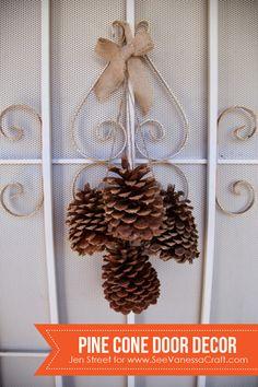 Pine Cone Door Decor - www.seevanessacraft.com #Thanksgiving #Christmas