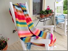 Beach Stripe Surf Blanket ~ Free Pattern {the blanket is done in woven stitch: photo tutorial for woven stitch included)