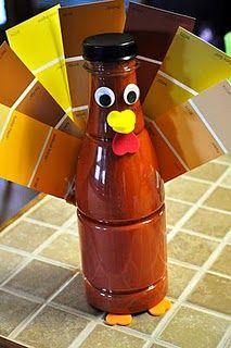 """Paint chip turkey craft..nou gewoon een pauw van kleurenstaaltjes....flesje van binnen """"verven""""door er plakkaatverf in te doen én dan schudden maar!"""