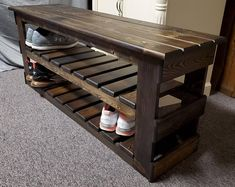 Shoe Storage Mudroom, Outdoor Shoe Storage, Bench With Shoe Storage, Shoe Rack Bench, Diy Shoe Rack, Diy Wooden Projects, Home Projects, Wooden Pallet Furniture, Diy Furniture