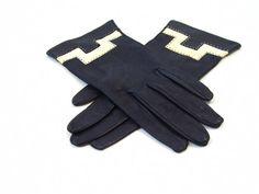 Vintage Gloves / Navy Blue Creme Leather / Size 6 6.5 on Etsy, $38.00