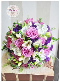 Brave Events - Buchete de mireasa|Buchete nasa |Buchete 2012 Pastel Wedding Theme, Pastel Wedding Invitations, Modern Wedding Flowers, Bridal Flowers, Flower Bouquet Wedding, Purple Wedding, Floral Wedding, Bride Bouquets, Bridesmaid Bouquet