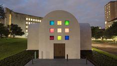 Rainbow windows pattern Ellsworth Kelly's minimal Austin pavilion – IdeaFor. Blanton Museum, Concrete Sculpture, Modern Sculpture, Ellsworth Kelly, High Art, Work Inspiration, American Artists, Installation Art, Pavilion