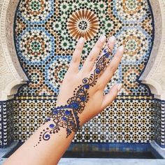 Stunning artwork @mandy_lou29 #epcot #morocco #disney #wallsofdisney #waltdisneyworld #henna -L✨