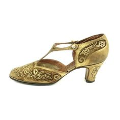 The 20's ❤ liked on Polyvore featuring shoes, vintage shoes, vintage footwear, twenty shoes, 1920s style shoes, roaring twenties shoes and 1920s shoes