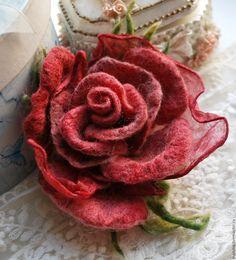 """Купить Брошь роза """"Нежный бархат"""" - ярко-красный, красная брошь, бордовая брошь"""