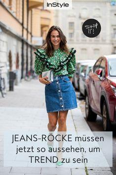 Wenn derbes Denim auf zarte Perlen trifft, entsteht im Sommer 2021 der ultimative Jeans Trend in Sachen Minirock. Shoppe hier den Trend. #instyle #instylegermany #denim #jeans #jeansrock #minirock #perlen