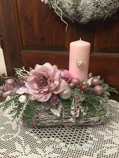 Christmas Advent Wreath, Christmas Candle Decorations, Christmas Flower Arrangements, Christmas Flowers, Christmas Candles, Pink Christmas, Arte Floral, Xmas Crafts, Large Flower Arrangements