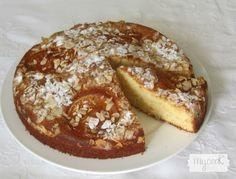 Bizcocho de nata con almendras - http://www.mycookrecetas.com/bizcocho-de-nata-con-almendras/