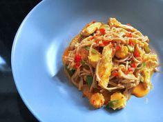 wok med kylling og grøntsager Wok, Actifry, Everyday Food, Japchae, Bacon, Food And Drink, Ethnic Recipes