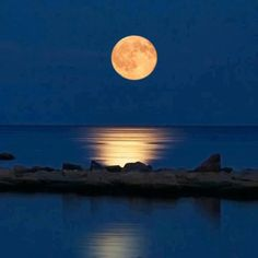 Discover the Greek Islands Super New Moon, Falling Stars, Beautiful Moon, Greek Islands, Face And Body, Moonlight, Videos, Sky, Photography