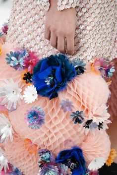 New embroidery fabric haute couture chanel 2015 30 ideas Chanel Couture, Couture Fashion, Chanel Fashion, Paris Fashion, Chanel 2015, Coco Chanel, Primavera Chanel, Moda Floral, Floral Fashion