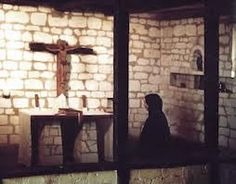 """RELATOS DE UM PEREGRINO RUSSO   """"A oração de Jesus, interior e constante, é a invocação contínua e ininterrupta do nome de Jesus com os lábios, o coração, a inteligência, no sentimento da sua presença, em todo lugar, em todo tempo, até durante o sono. Ela é expressa por estas palavras: 'Senhor, Jesus Cristo, tende piedade de mim'"""".  VIVAT CHRISTUS REX  google.com/+VIVACRISTOREI  salvecristorei.blogspot.com.br  www.pinterest.com/vivacristorei  twitter.com/VivaCristoRei"""