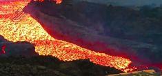 Involcán publicaba vídeo épico al tiempo que ateradoras de cómo la lava del volcán Cumbrevieja continúa, más líquida que nunca, sepultando la isla de La Plama
